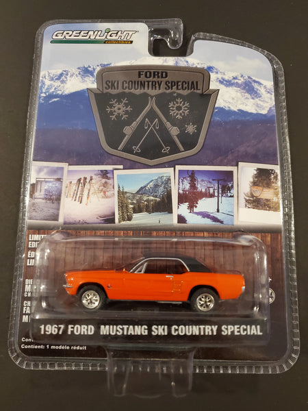 Greenlight - 1967 Ford Mustang Ski Country Special - 2014 Ford Ski Country Special Series