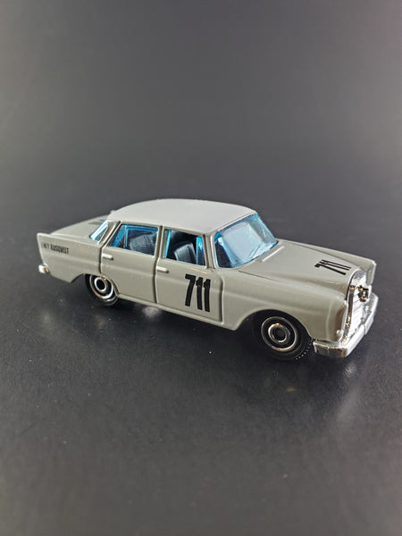 Matchbox -  '62 Mercedes-Benz 220 SE Sedan - 2020