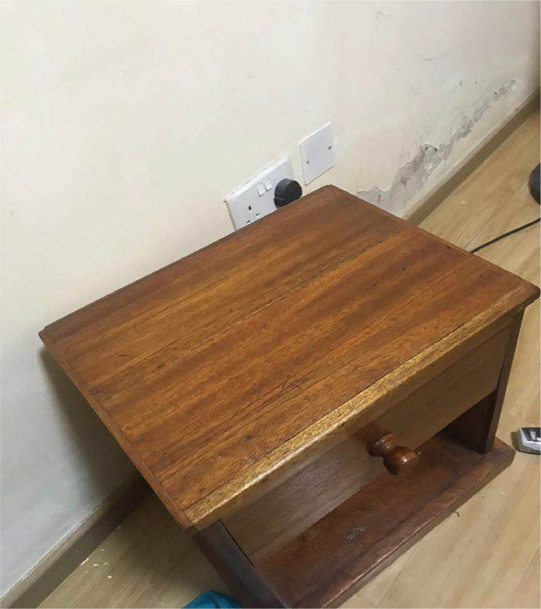 Bed side tables 1.5ft x 1.5ft