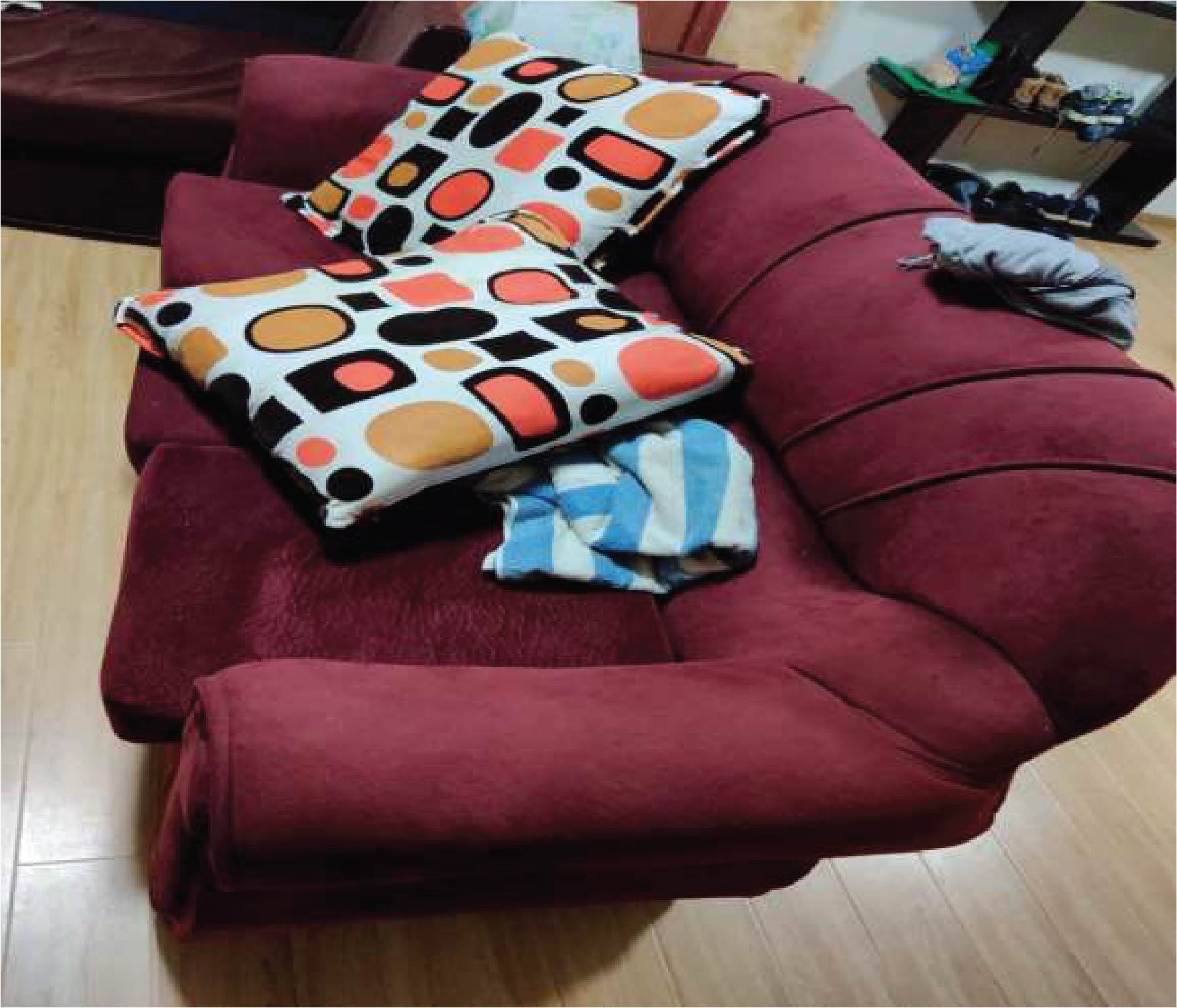 5 Seat Sofa set-with orange dots