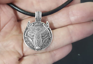 viking-wolf-mens-necklace