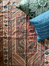 Load image into Gallery viewer, Julie - 3.8' x 5.6' Vintage Turkish Area Rug