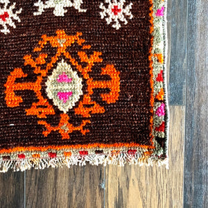 Tre - 1.2' x 2.1' Vintage Turkish Small Rug