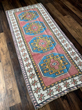 Load image into Gallery viewer, Bobbi - 2.9' x 6.9' Vintage Turkish Runner
