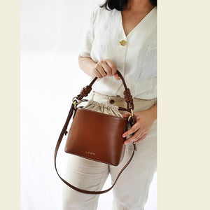 Bucket Bag in Expresso