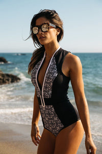 Vintage Black and White Pattern Swimsuit Monokini One Piece Swimwear With Zip