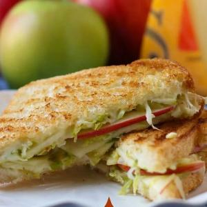 Apple Brie Grilled Cheese Sandwiches