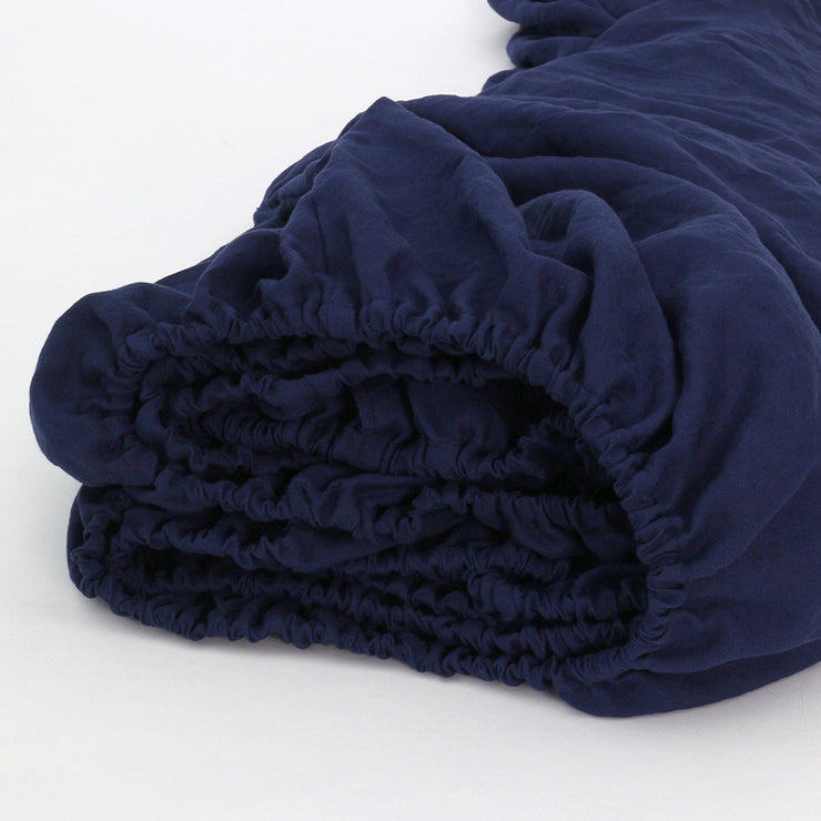Elastic Detail Of Indigo Blue Linen Fitted Sheet