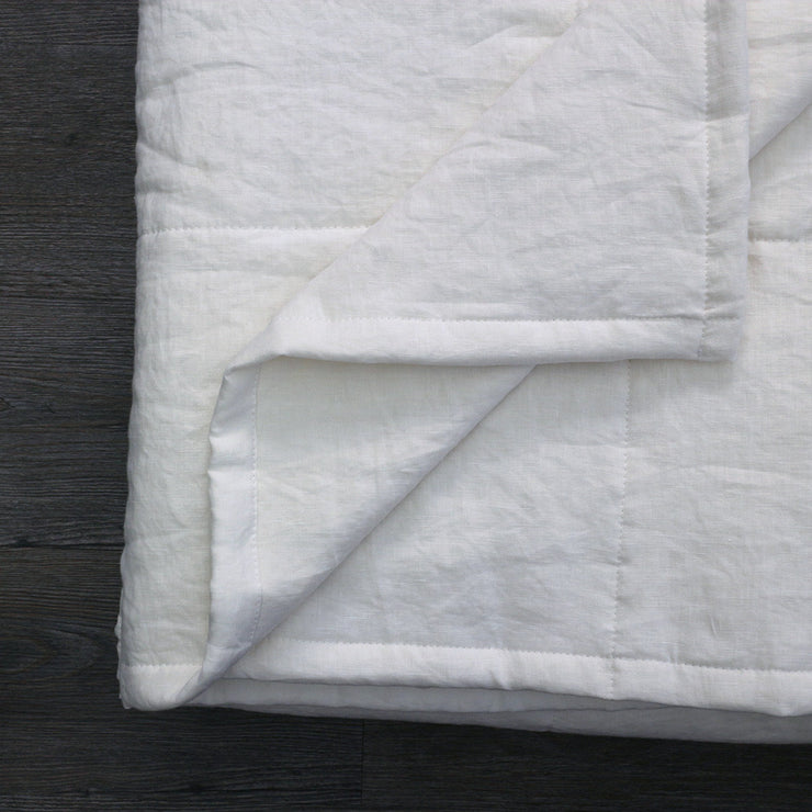 100 % Washed Linen Quilted Bedspread Optic White - Closeup