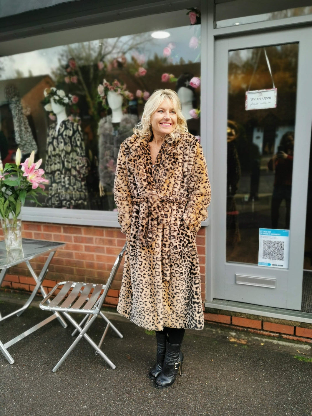 Coat in a luxurious faux fur super soft leopard print coat with pockets and tie