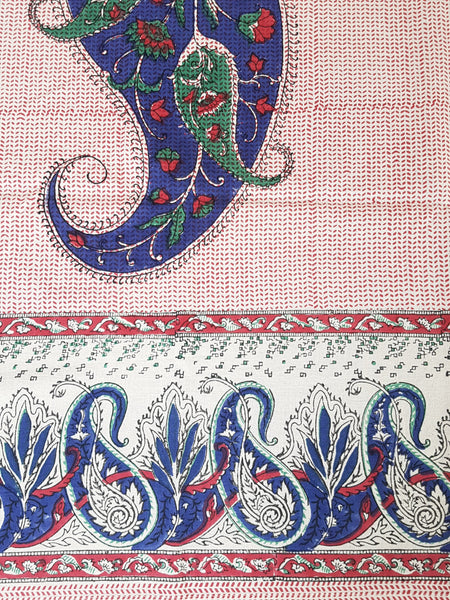 Mantel rectangular estampado a mano en la India.