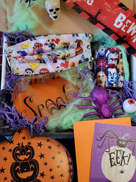 Spooky Halloween gift box with mug, key chain, face mask