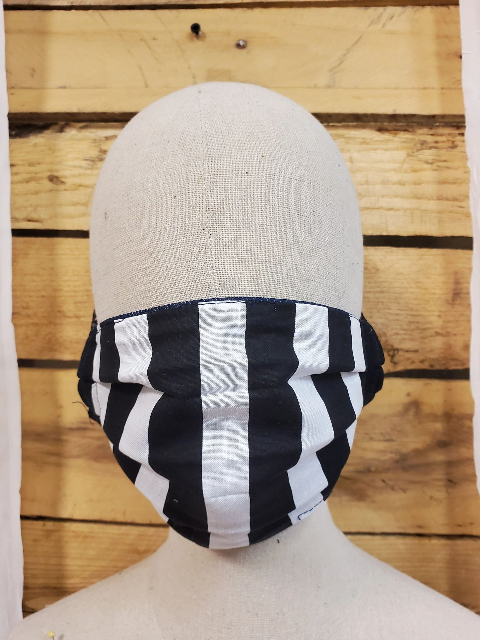Striped adult mask with slot for filter