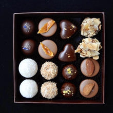 Load image into Gallery viewer, Chocolate box 16 pcs