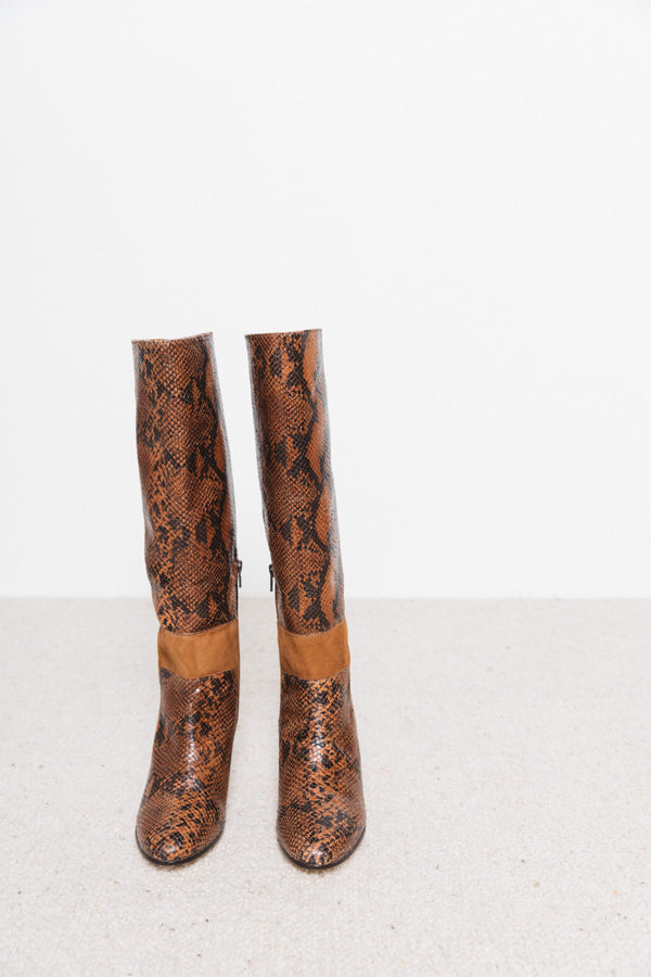 denise-python-effect-camel-boots