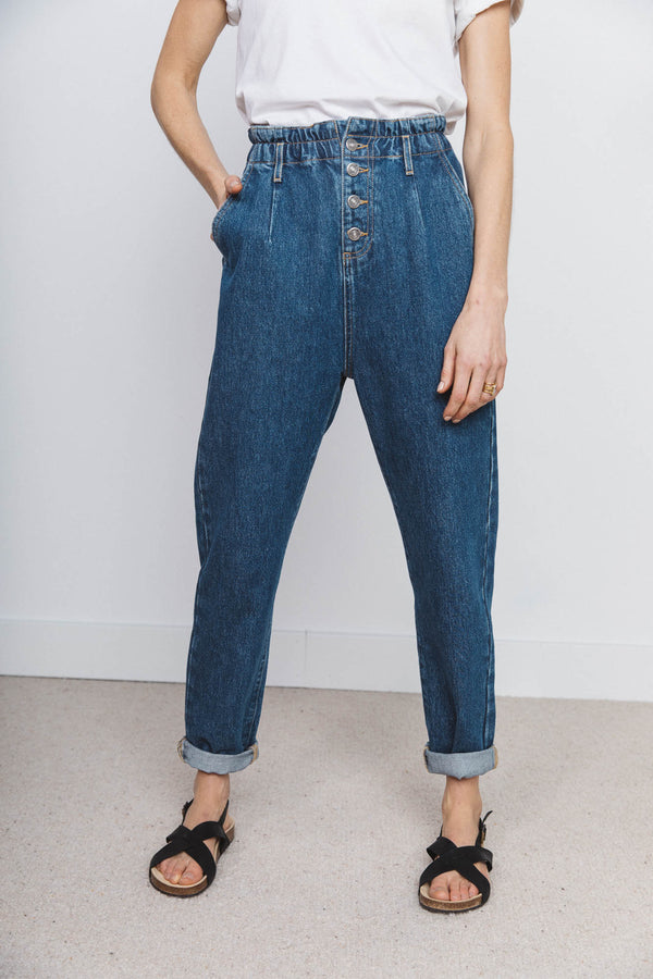medium-blue-ellios-jeans-in-organic-cotton
