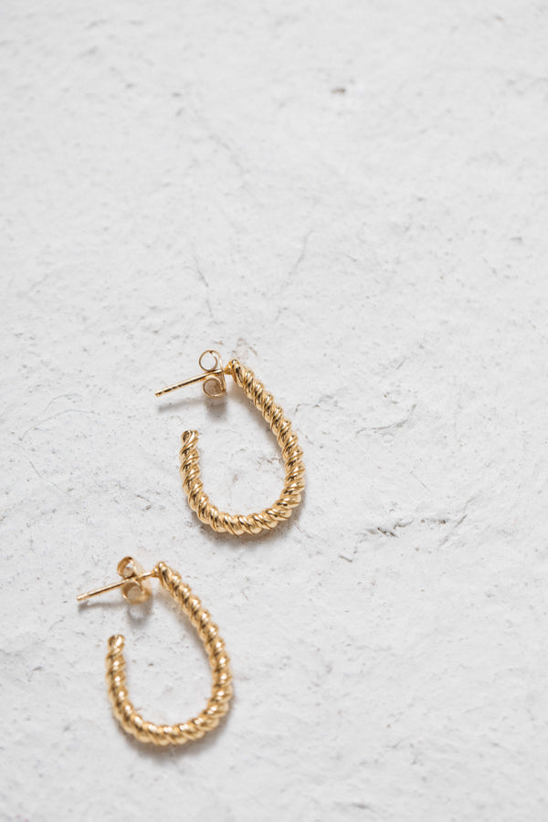 titia-golden-earrings