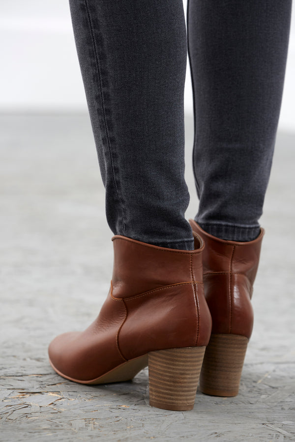 bottines-arsene-cognac-en-cuir-lisse