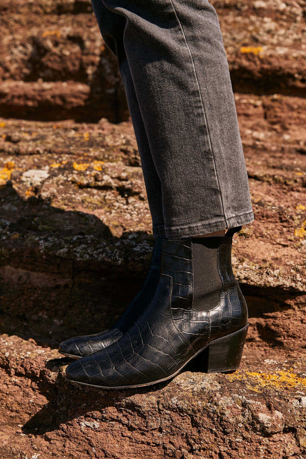 bottines-laeticia-noir-embosse-croco