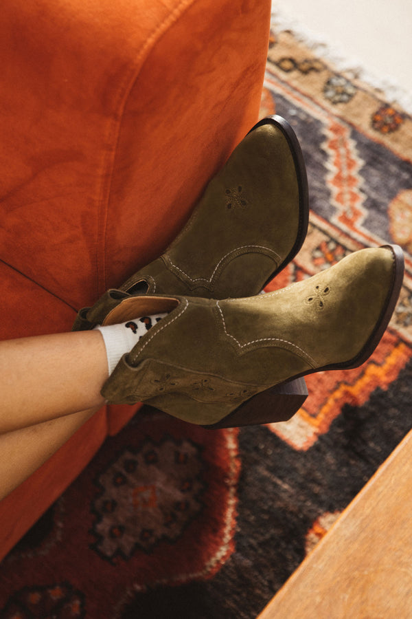 khaki-green-phenomene-cowboy-boots