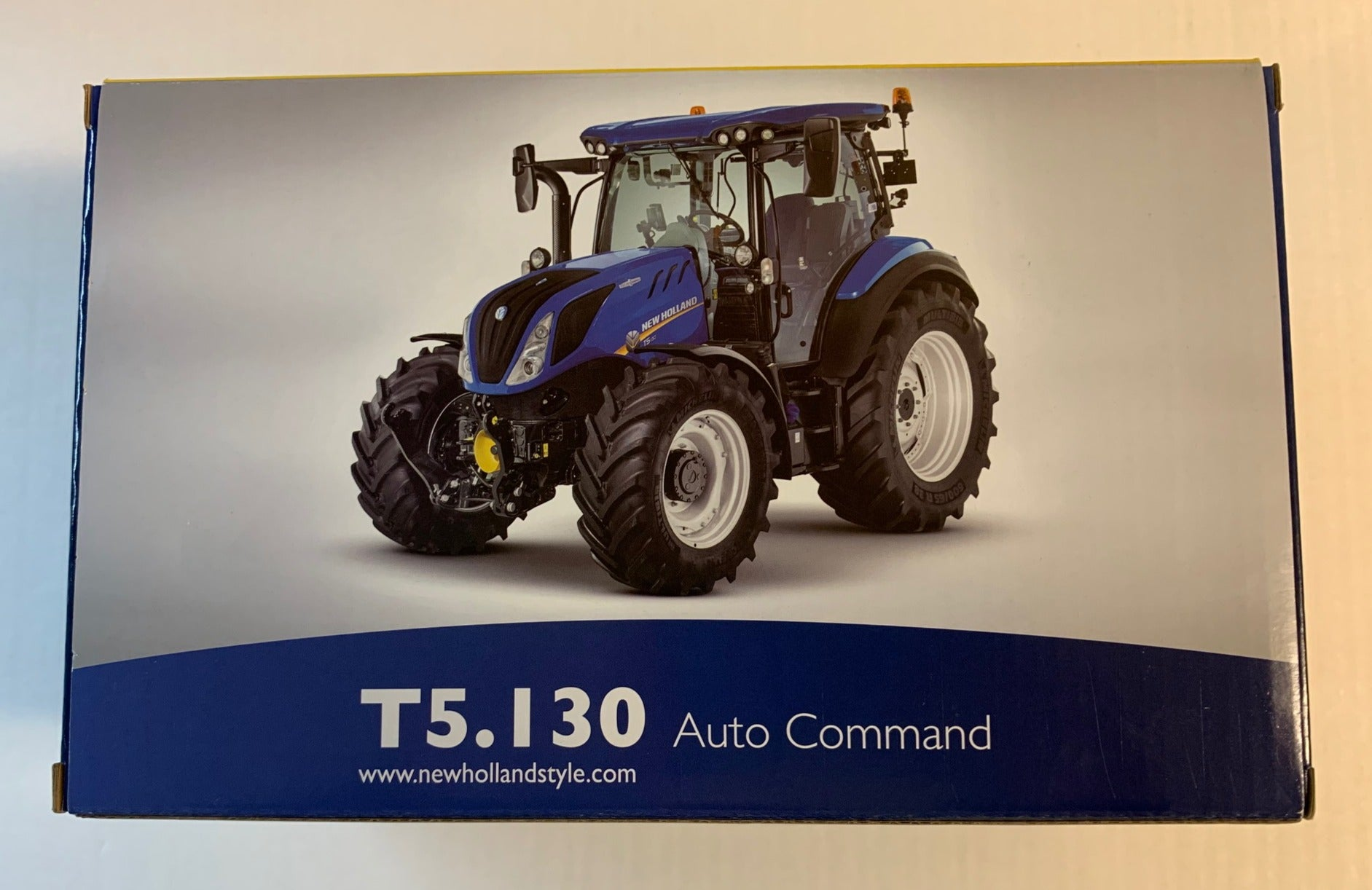 UH5360 UNIVERSAL HOBBIES NEW HOLLAND AGRICULTURE T5.130 AUTO COMMAND