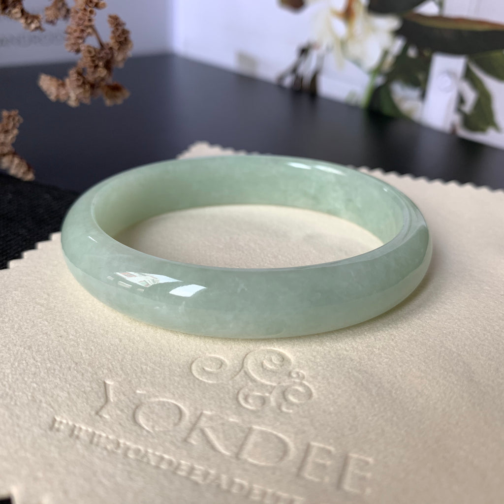 SOLD OUT: 55.3mm A-Grade Green Jadeite Modern Oval Bangle No.151755