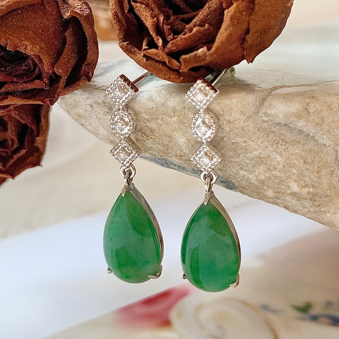 A-Grade Natural Green Jadeite Pear Shape Dangling Earring (18k White Gold and Diamonds) No.180175