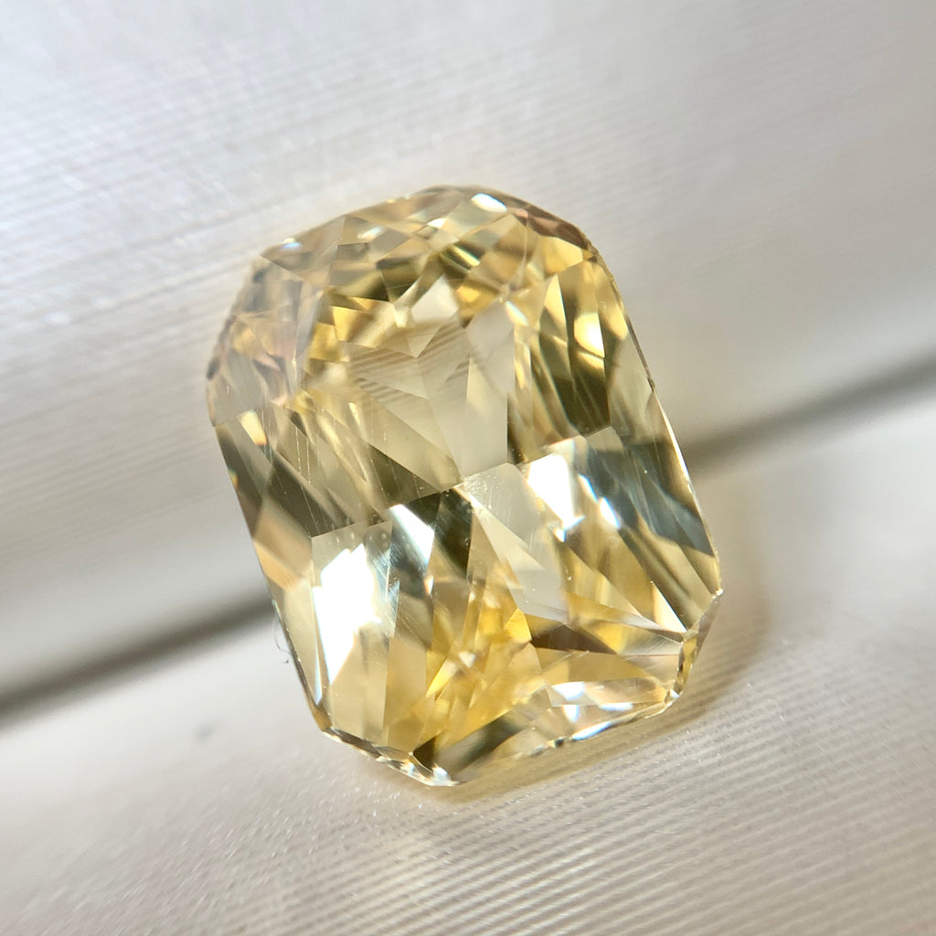 2.55ct Emerald Natural Yellow Sapphire No.12009