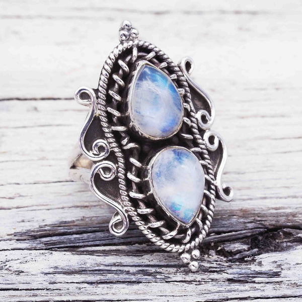 Pear-shaped moonstone ring with water drops