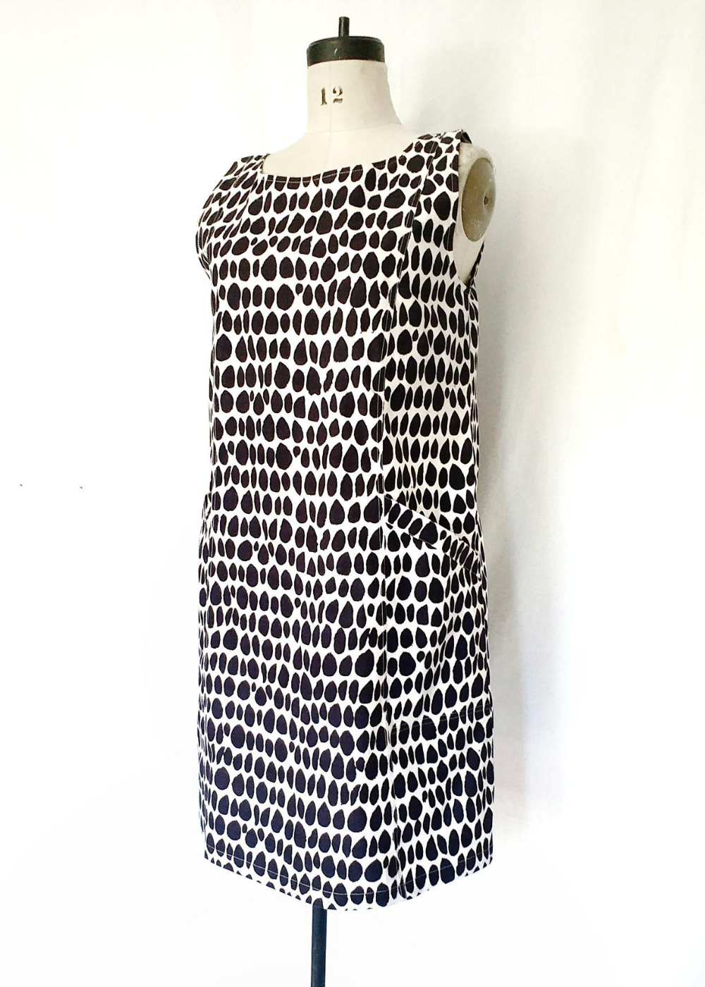 Pocket Jumper Black and White, Butti Print