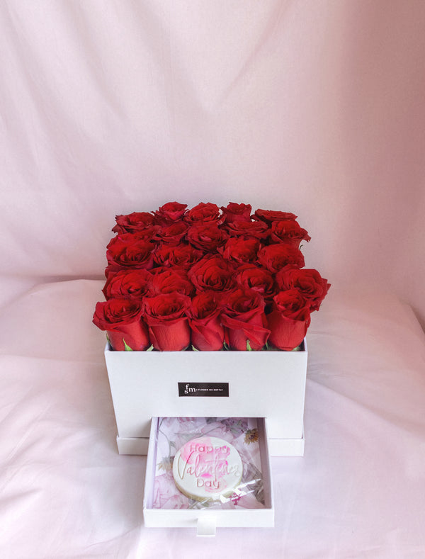 Roses and Cookies Delivery Melbourne. Roses in hat boxes Melbourne. Flower me softly.