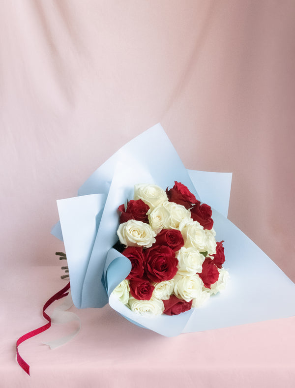 Strawyberry and cream rose bouquet delivered in Melbourne. Flower me softly delivers roses in Melbourne. Red and White Rose bouquet.