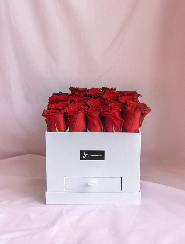 Roses in a hat box. Red Roses Hat Boxes Delivery Melbourne.