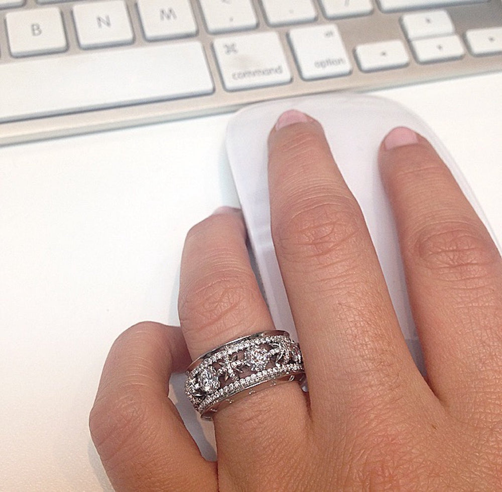 Load image into Gallery viewer, Narrow Snowflake & Brilliant Cut Diamond Eternity Band