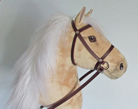 Palomino Hobby Horse closed mouth with removable leather bridle