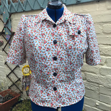 "Load image into Gallery viewer, 1940s Style Floral Print Cotton Blouse - Bust 44"" Waist 36"" - UK Size 18-20 Plus Size"