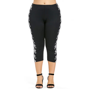 Plus Size Side Ethnic Print Capri Leggings