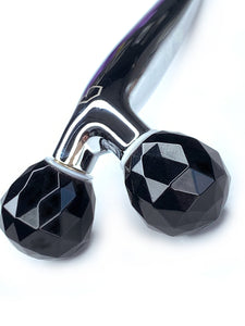 HADAKA WANDLUXE OBSIDIAN LIFTING FACIAL ROLLER - CLOSEUP OF HEAD