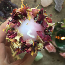 Load image into Gallery viewer, Daughter of Libra Mini Spell Candle with Clear Quartz & Amethyst