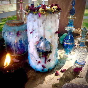 Stone of Wisdom Mini Spell Candle with Blue Calcite, Peacock Ore, & Clear Quartz