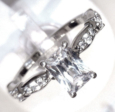 14KW GOLD 0.94 CTW EMERALD CUT ENGAGEMENT DIAMOND RING