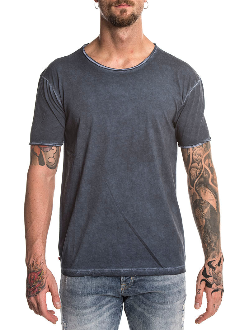 STONE WASHED T-SHIRT IN JEANS