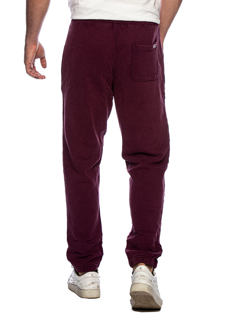 TJM WASHED LOGO SWEATPANT IN BURGUNDY