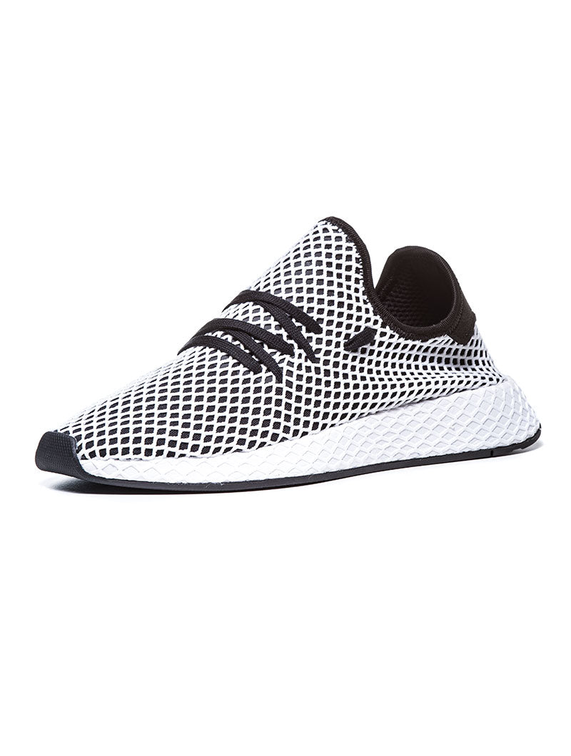 DEERUPT RUNNER SHOES IN WHITE AND BLACK