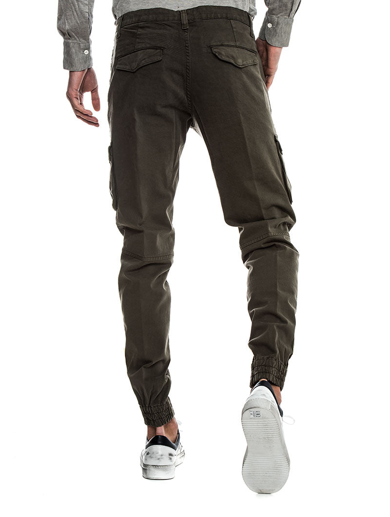 CARGO TROUSERS IN MILITARY GREEN