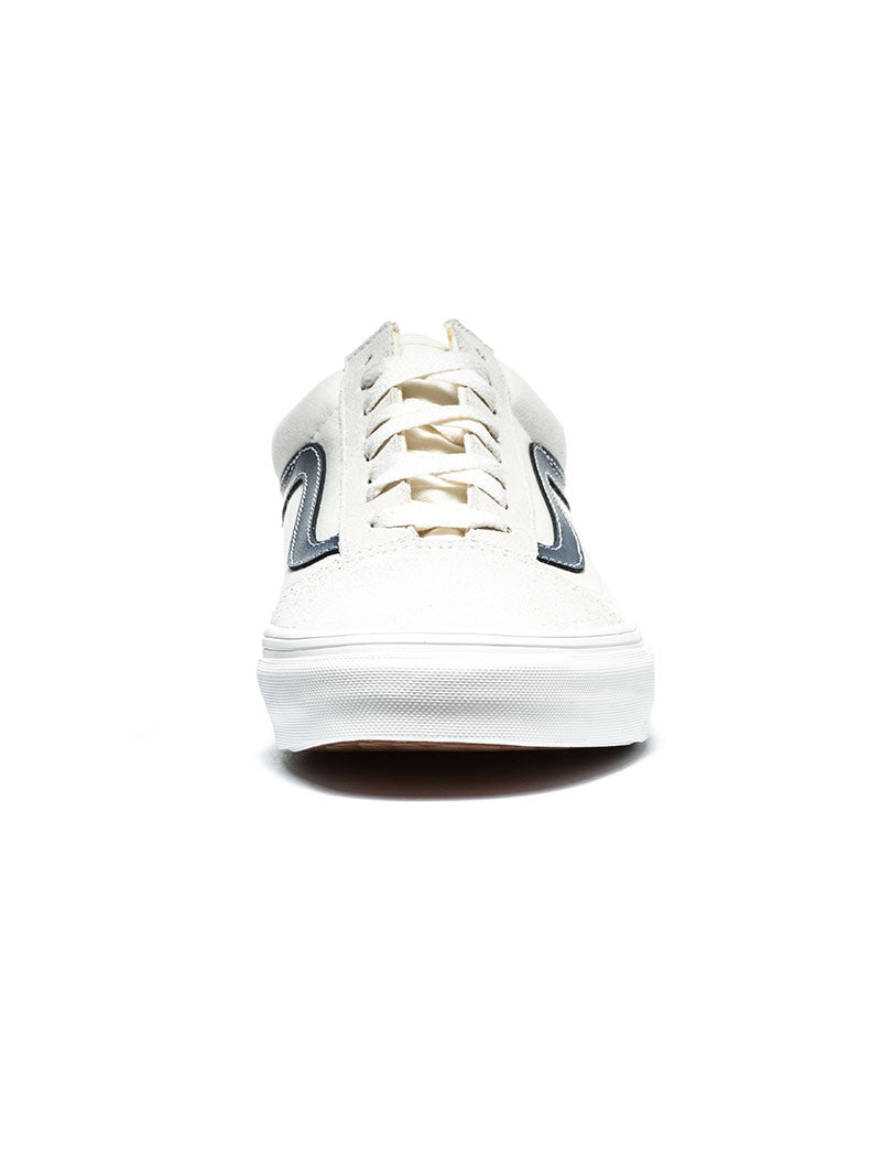 OLD SKOOL SHOES IN VINTAGE WHITE