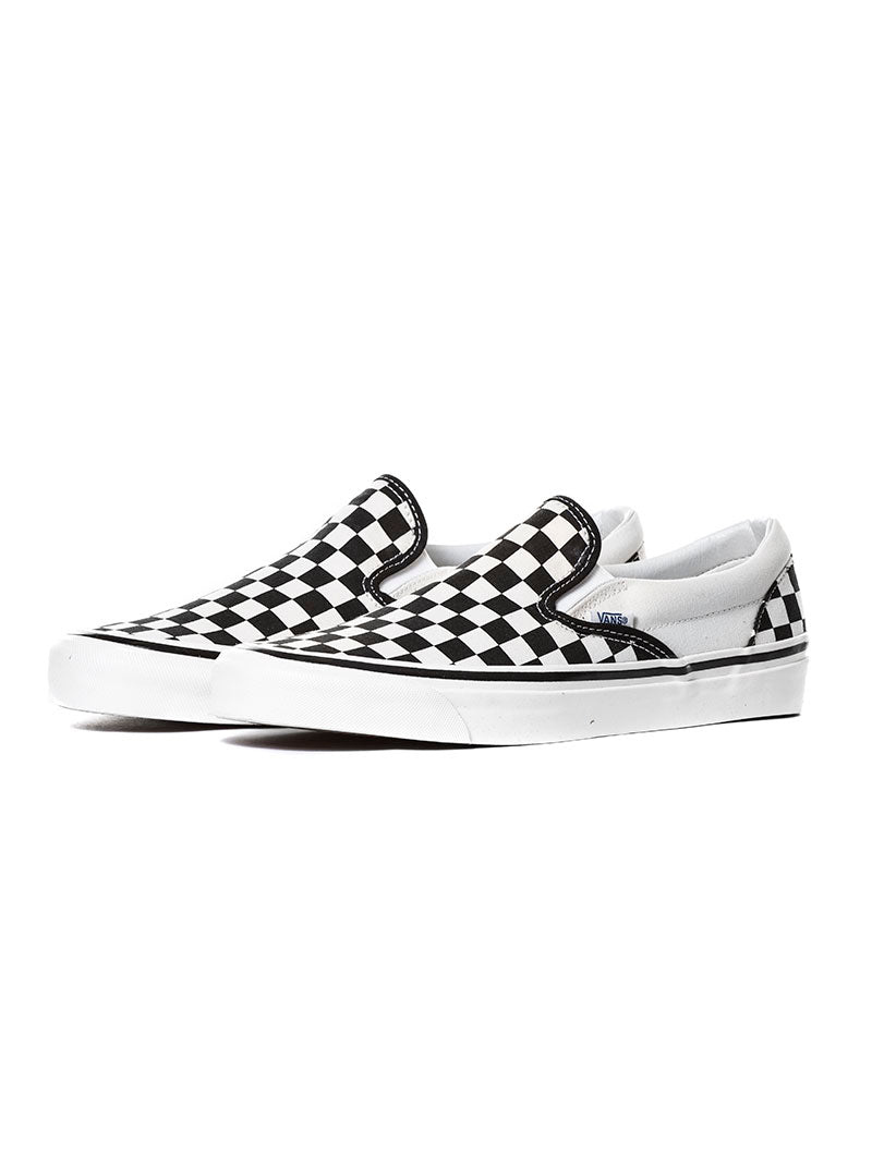 UA CLASSIC SLIP-ON IN BLACK AND WHITE