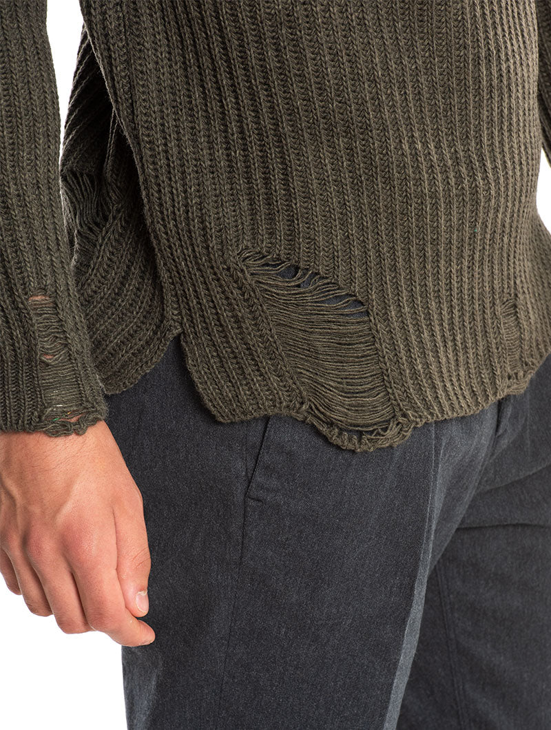 DISTRESSED RIBBED SWEATER IN OLIVE GREEN