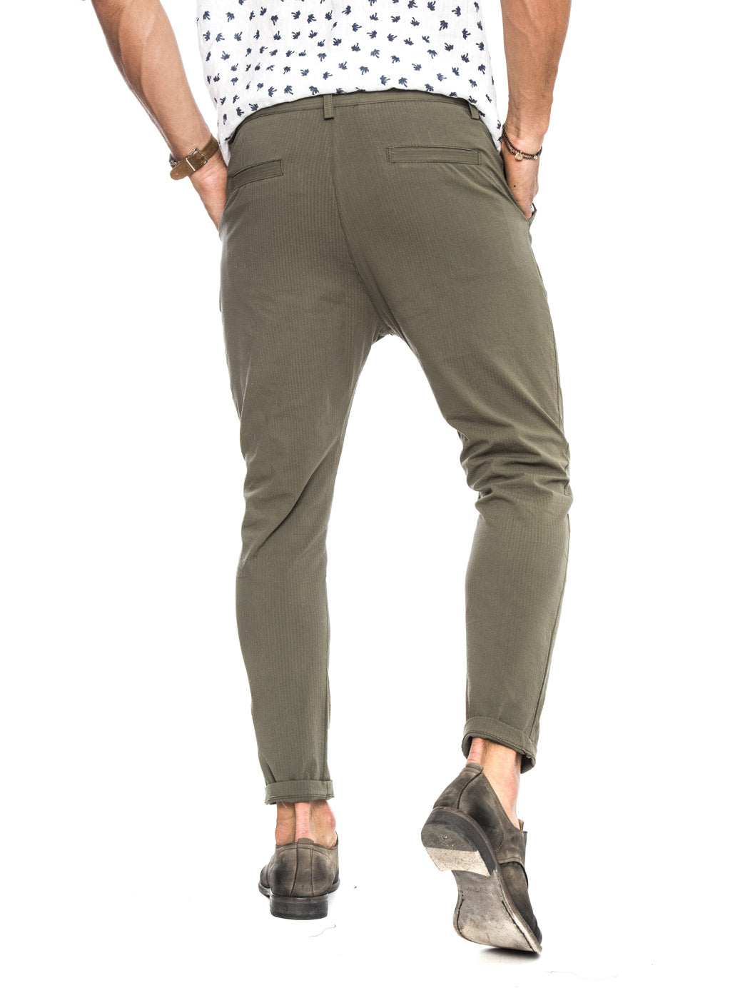 DUBAI SEERSUCKER TROUSERS IN MILITARY GREEN