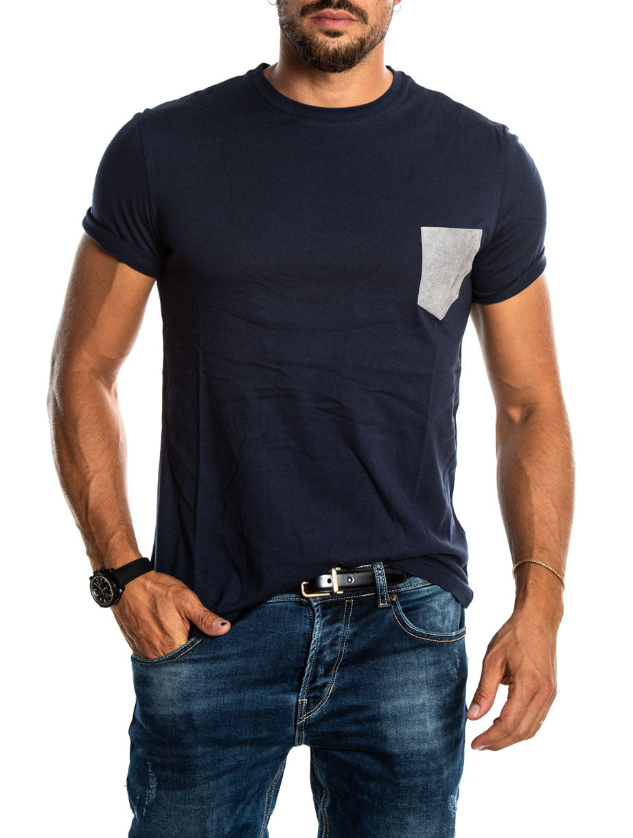 TORB T-SHIRT IN BLUE W ITH LEATHER GREY POCKET
